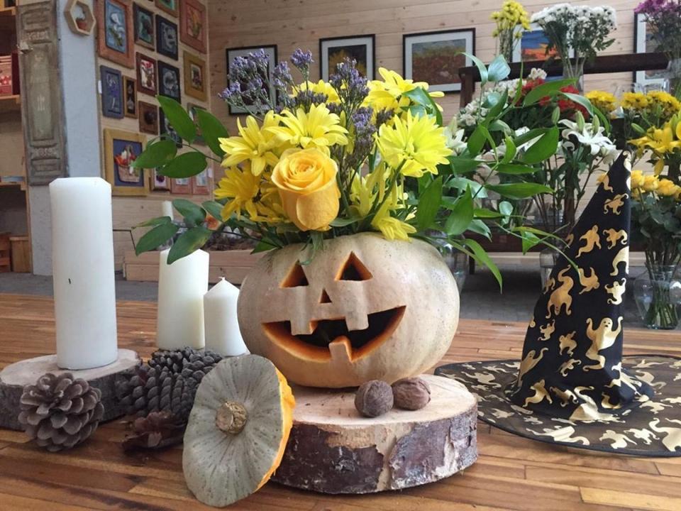 Halloween Floral Display
